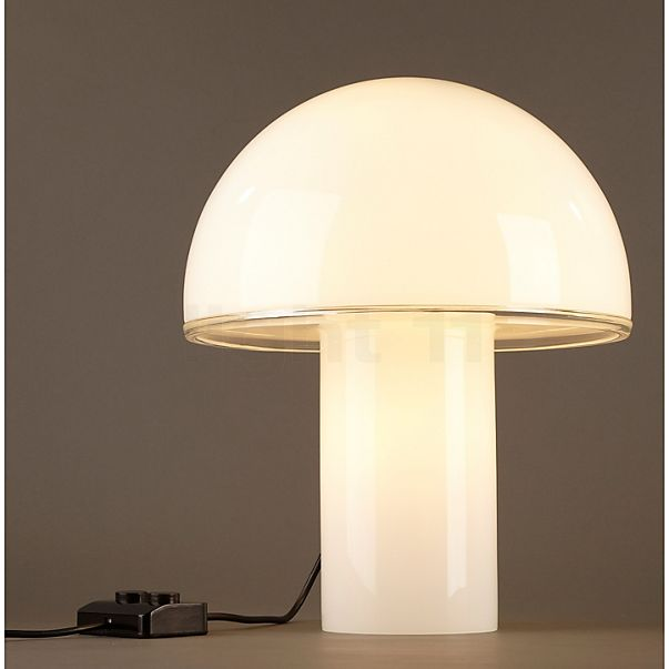 Artemide Onfale Tavolo in the 3D viewing mode for a closer look